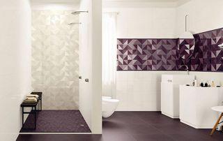 Carrelage mauves dans salle de bain
