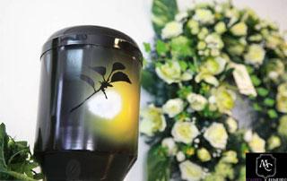 urne cinéraire et couronne mortuaire