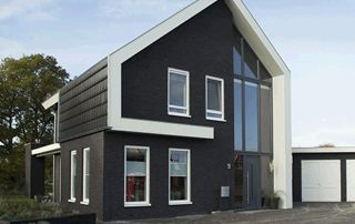 maison avec fenêtres en PVC