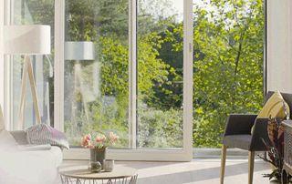 grande porte-fenêtre en PVC