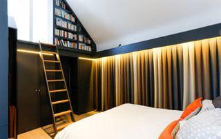 rideaux multicolores chambre à coucher