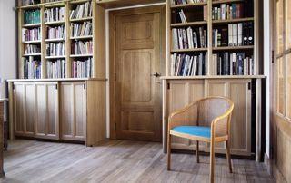 bibliothèque et plancher en chêne massif
