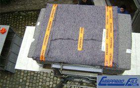 Caisse emballée d'une couverture