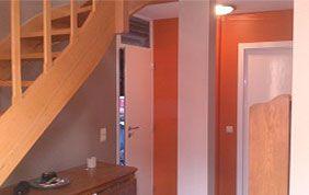 Hall d'entrée et escalier en bois
