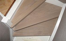 escalier tournant en bois