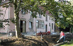 travaux de terrassement devant maison