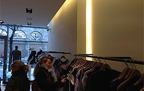intérieur magasin de vêtements