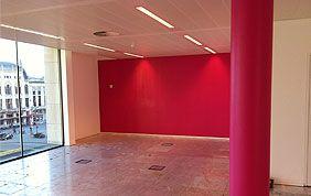 salon avec peinture rouge