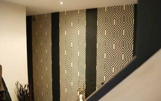 papier peint à motifs cage d'escalier