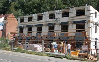 immeuble d'appartements en construction