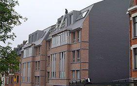 bâtiment avec couverture en ardoises