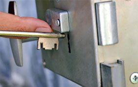 Trousseau de clé sur une serrure de porte