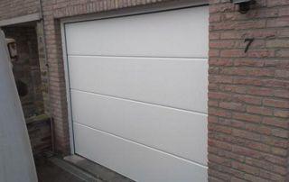 porte de garage fermée pvc blanc