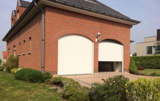 maison avec 2 portes de garage pvc blanc