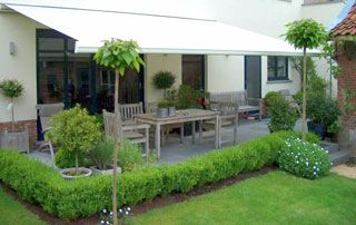 store solaire tissu clair terrasse