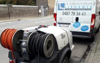 camionnette et matériel Le Déboucheur Liégeois