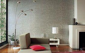 salon avec papier peint gris à reliefs