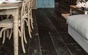 plancher bois massif noir