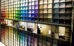 choix de couleurs pour la peinture en magasin