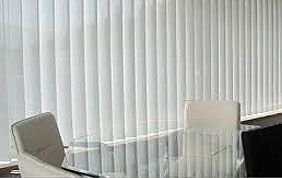 stores verticaux blancs pour bureau