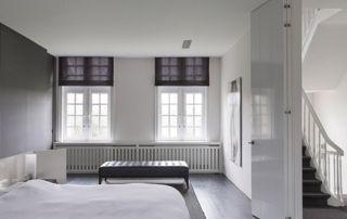 chambre à coucher avec stores occultants