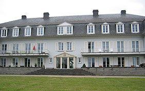 grande villa avec menuiseries extérieures en PVC