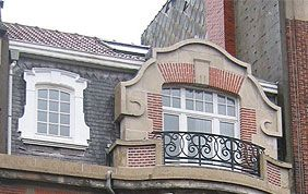 élégante fenêtre de toit avec balcon