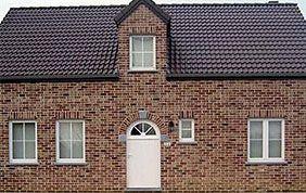 maison avec fenêtres et porte en PVC