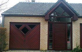 maison avec menuiseries extérieures en bois