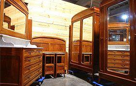 Mobilier classique en bois