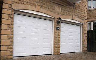 deux garages PVC blanc