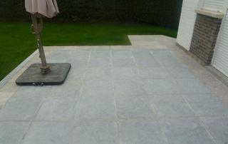 terrasse en dalles grises
