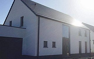 belle maison avec châssis en aluminium