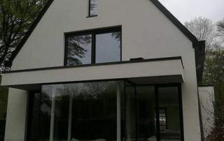 maison avec châssis en aluminium