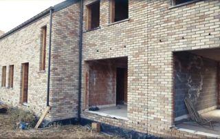 maison en briques en construction
