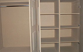 penderie et étagère en bois - intérieur