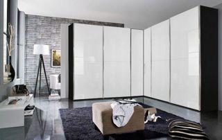 armoire d'angle blanche et grise