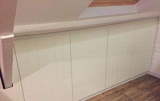 placard blanc encastré espace sous pente