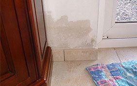 auréole d'eau sur un mur à cause de l'infiltration