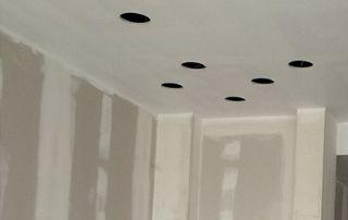 préparation d'espace pour spots de faux plafond