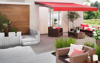 banne solaire rouge sur terrasse