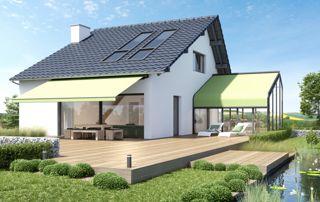 maison avec tente solaire et store de véranda verts clairs