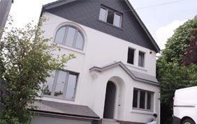 Peinture de façade en gris et blanc
