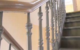 escalier repeint gris