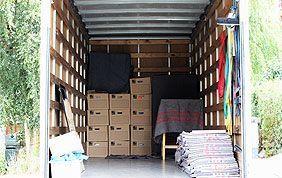 intérieur camion avec cartons