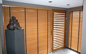 Magnifique stores en bois pour baie vitrée