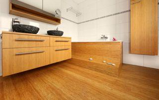 meubles de salle de bain en bois et parquet