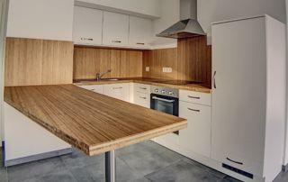 cuisine avec revêtement en bois