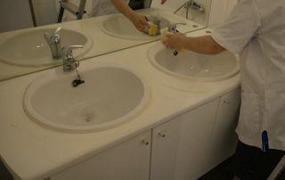 entretien lavabos salle de bain