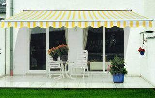 store de terrasse rayé jaune et blanc